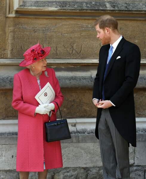 Le prince Harry en grande discussion avec sa grand-mère la reine Elizabeth