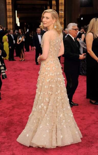 Cate Blanchett, Oscar de la meilleure actrice, sublime sur le tapis rouge