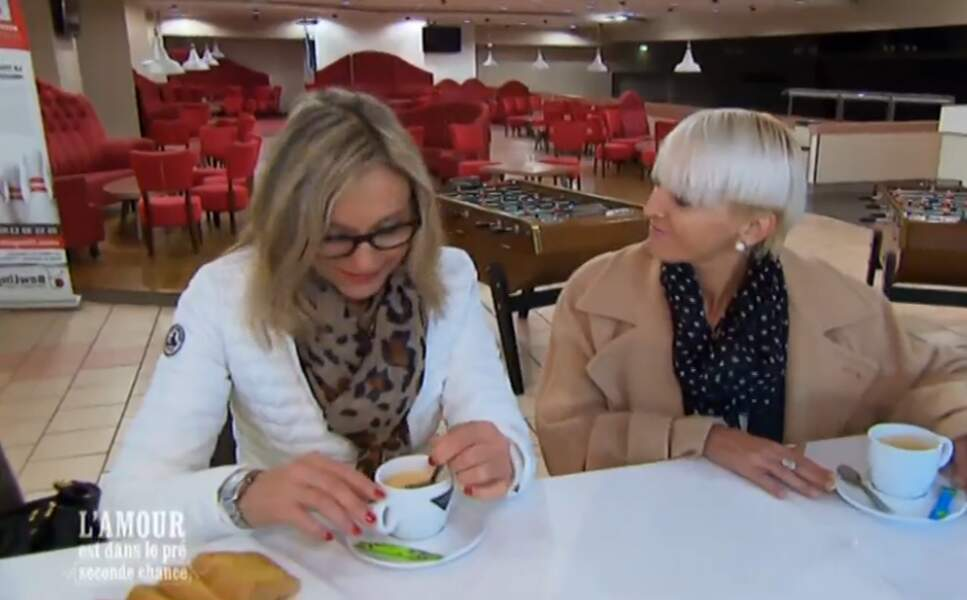 Chic : Véronique et Sonia sont contentes, Christophe les emmène au bowling !
