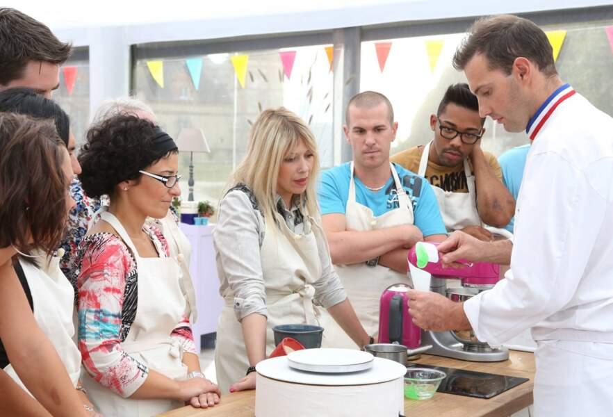 Le chef pâtissier donne quelques conseils aux candidats