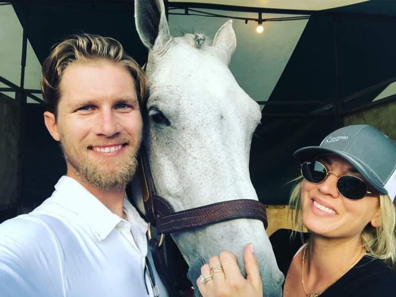 Avec son mari et son cheval, Kaley Cuoco est dans son élément, en attendant de retrouver Big Bang Theory