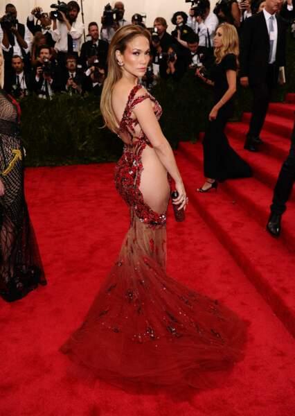 Beyoncé et Kim Kardashian peuvent aller se rhabiller. Jennifer Lopez a elle aussi oublié sa culotte !