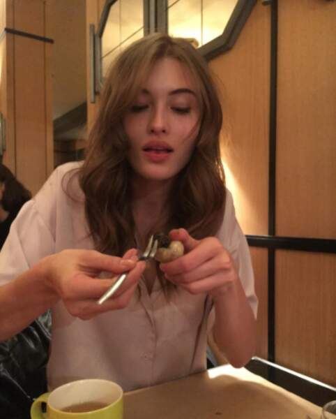 Ou celui de Grace Elizabeth, en pleine dégustation d'escargots dans un resto parisien !