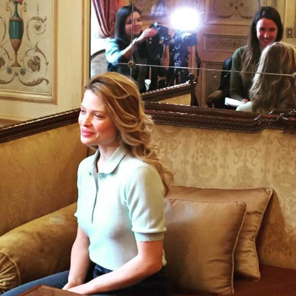 L'actrice se prête avec simplicité au jeu des interviews