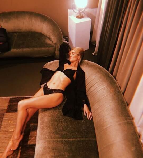 Rosie Huntington-Whiteley était très (très) détendue.
