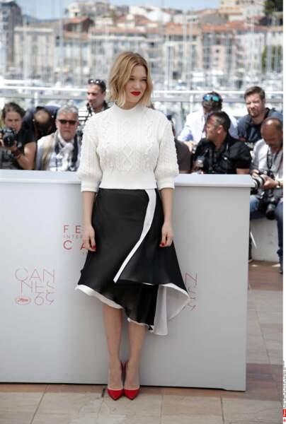 On pourrait demander la même chose à Léa Seydoux : pourquoi ce pull ?