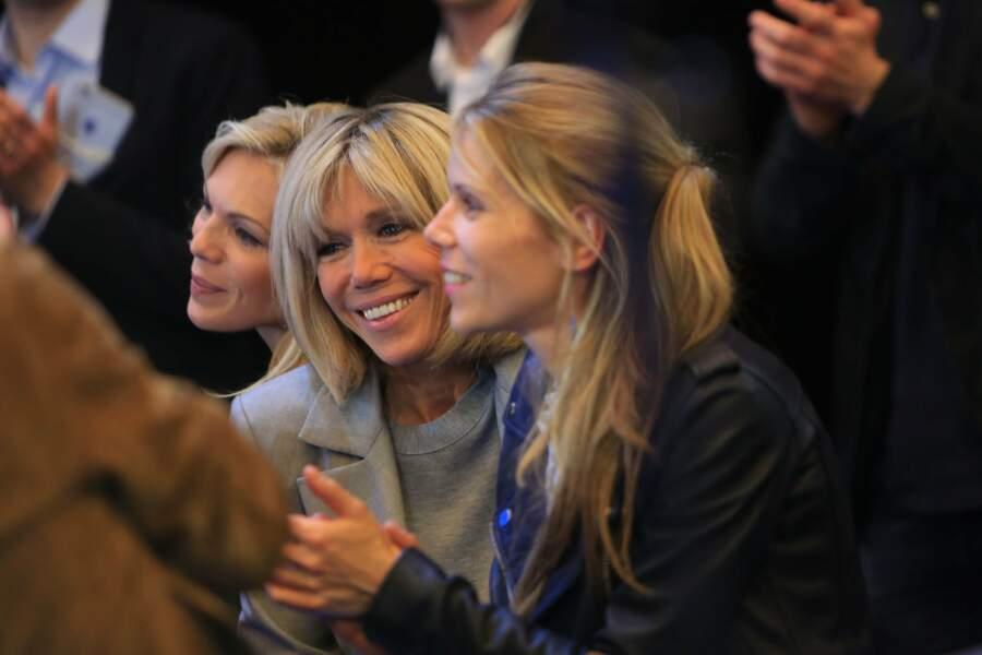 Lors du discours d'Emmanuel Macron, son épouse Brigitte et ses filles étaient au premier rang
