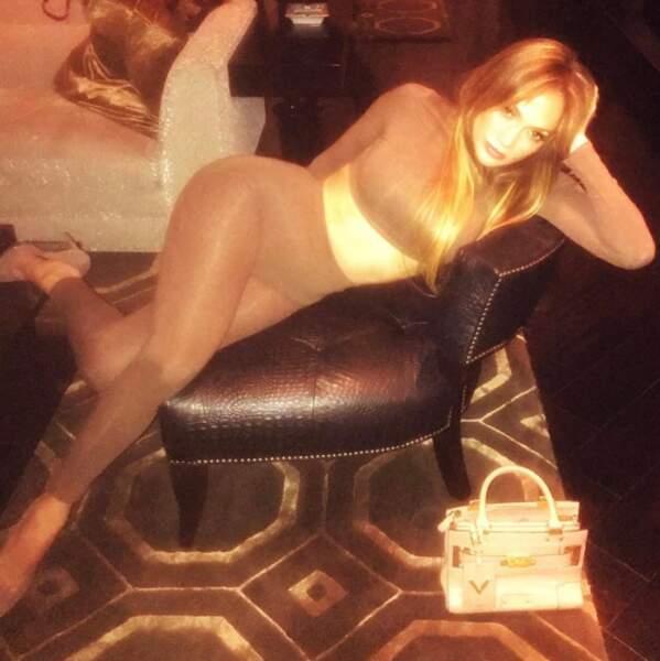 Jennifer Lopez et ses poses toujours très naturelles.