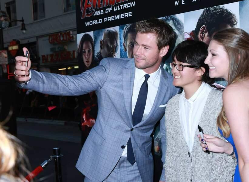 Impressionnant un selfie avec Chris Hemsworth.