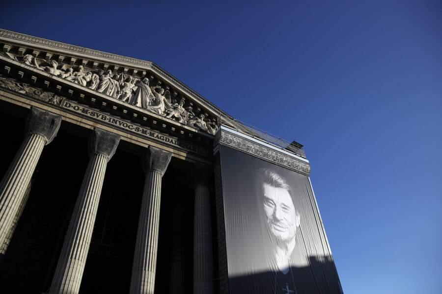 Ce samedi, la famille et les fans ont rendu hommage à Johnny à l'Eglise de la Madeleine à Paris, entre autres.