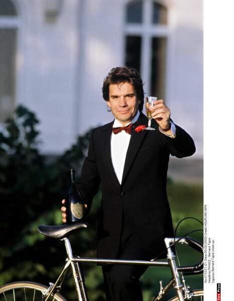 """Populaire auprès du grand public, il est sacré """"Homme de l'année"""" en 1984 : ça mérite un toast !"""
