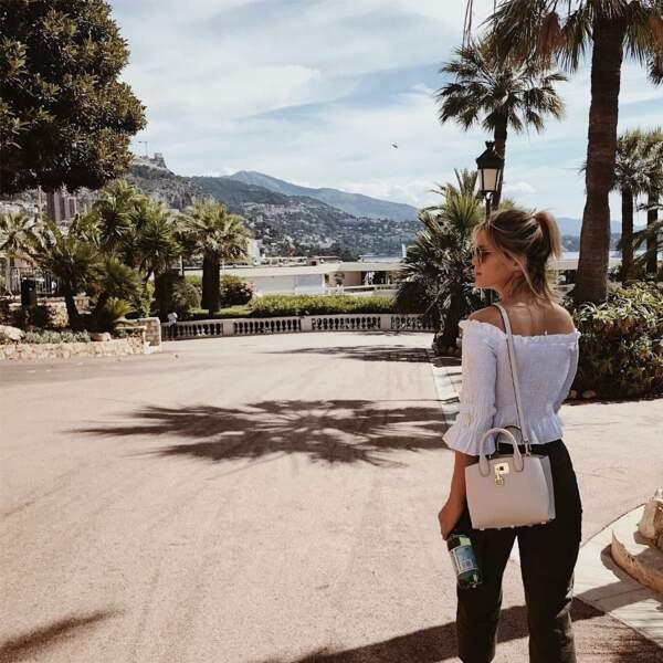 Olivia Holt (Cloak and dagger) en promenade sur le rocher.