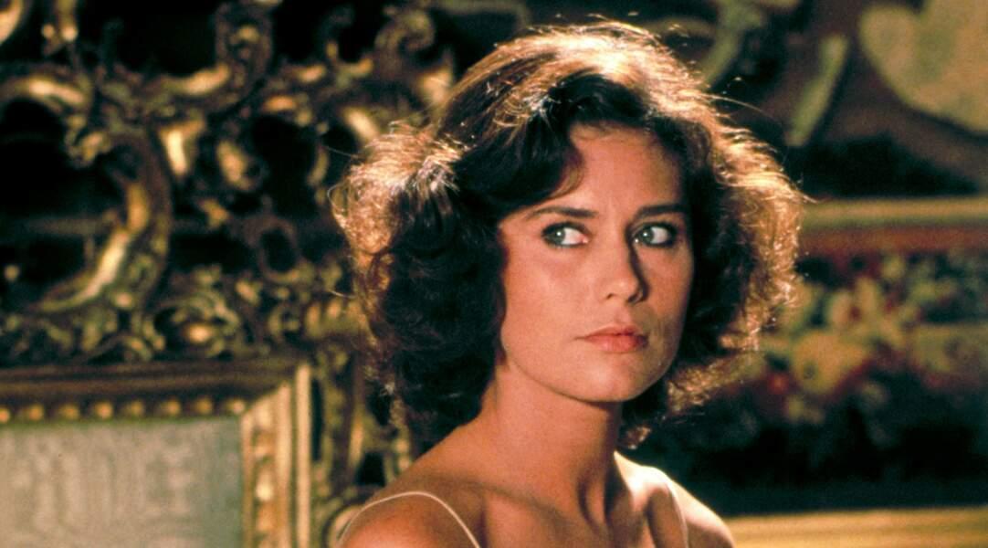 Corrine Cléry, qui joue l'assistante du méchant Drax dans Moonraker (1979), sera jetée aux chiens par ce dernier !