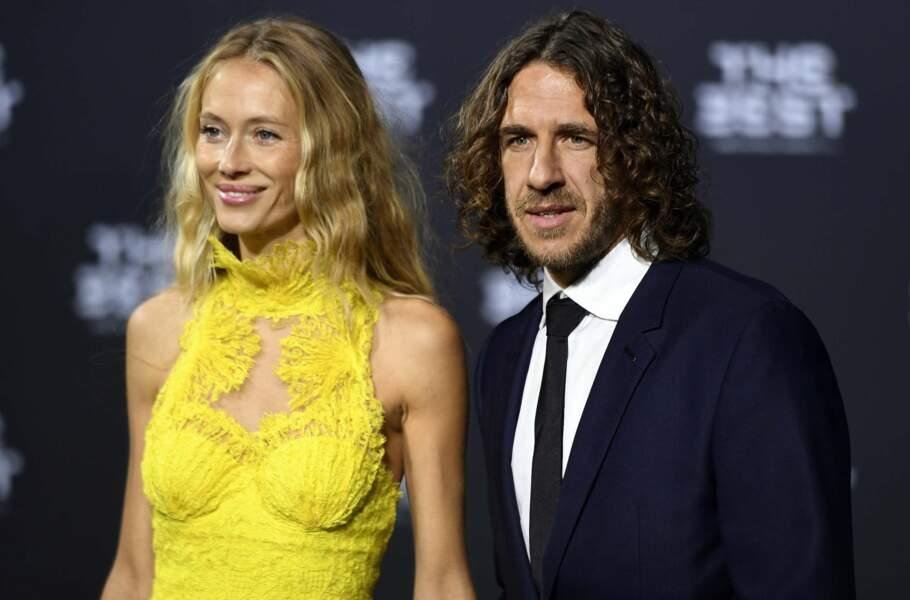 Vêtue d'une robe jaune flashy, Vanessa Lorenzo, la compagne de Carles Puyol, n'est pas passée inaperçue