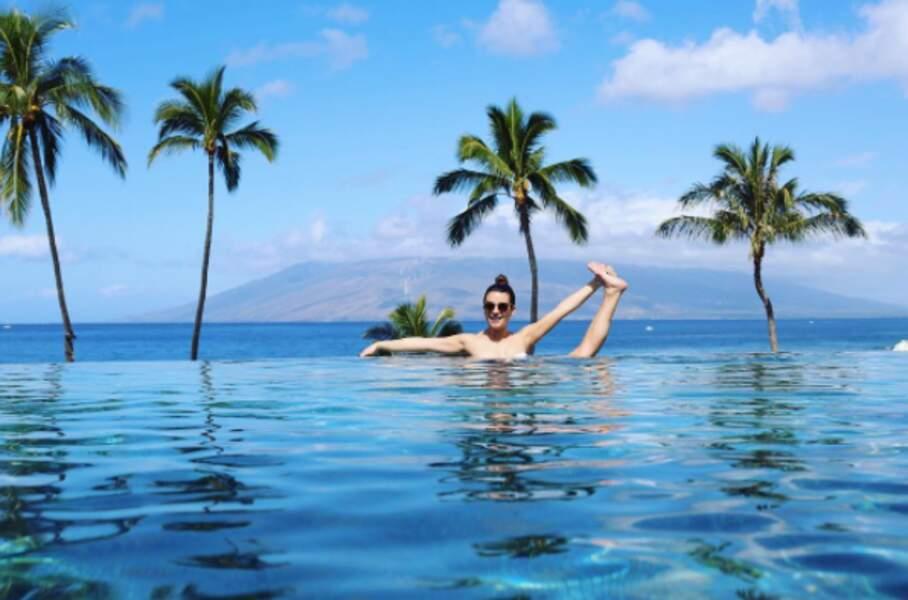 Lea Michele s'est autorisée une pose improbable : lever sa jambe et tenir son orteil avec sa main. Même pas mal !