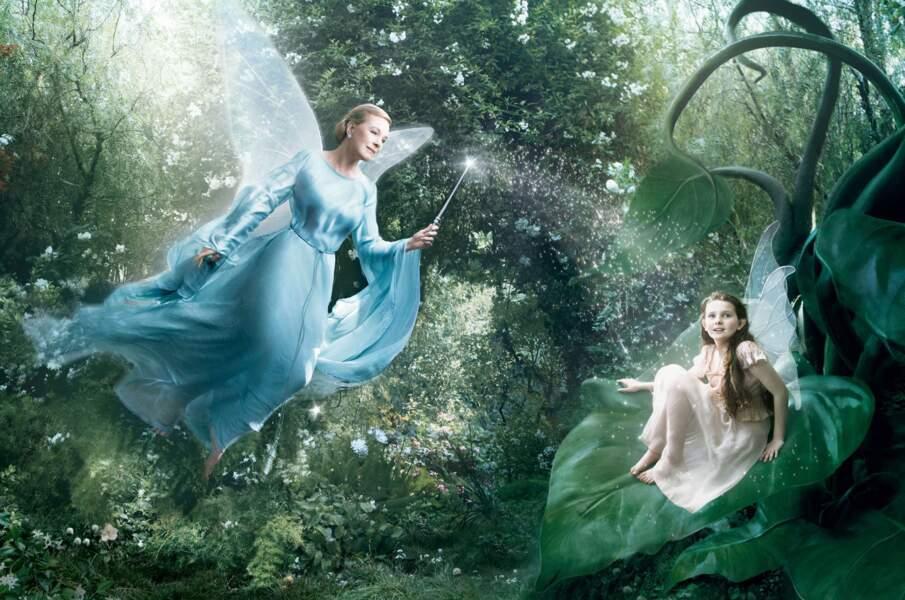 Julie Andrews (Mary Poppins) en Fée Bleue de Pinocchio et son apprentie, représentée par Abigail Breslin.