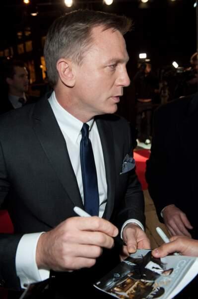 Daniel Craig s'est prêté au jeu des autographes