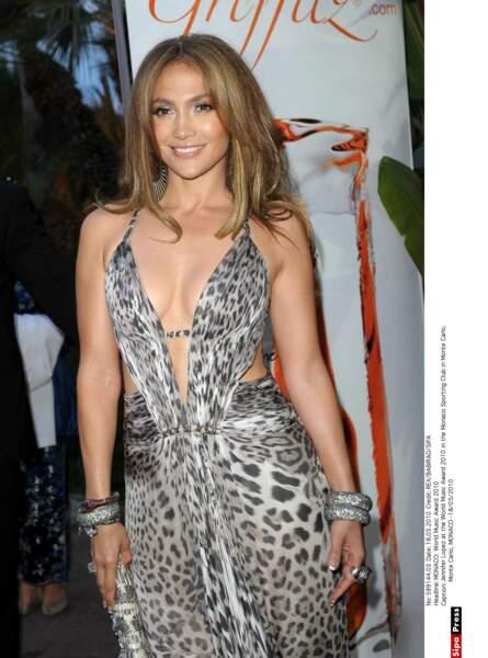 En robe mousseline imprimé léopard au World Music Awards de Monaco en 2010.
