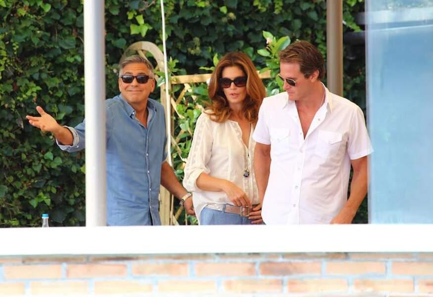 Côté pile : George, Cindy Crawford et son mari profitent de la terrasse...