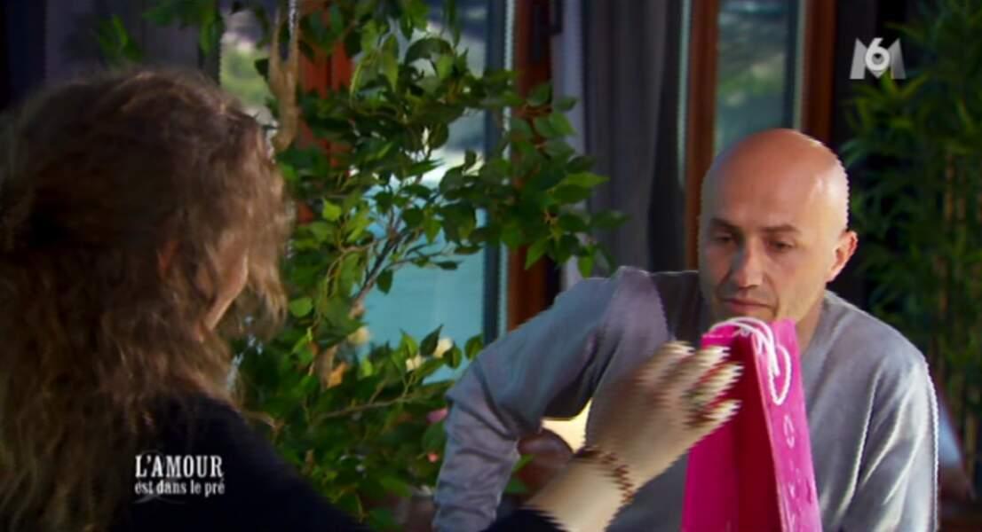 Caroline est aux anges : le Jason Statham français a fait le déplacement
