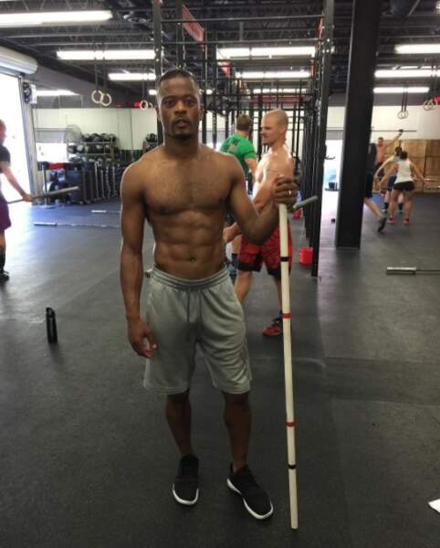 À 35 ans, Patrice Evra entretient son corps d'athlète en s'essayant au crossfit. Respect