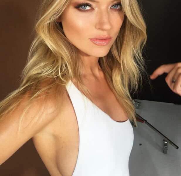 Vous voulez du sexy ? OK : un side-boob de la part de Martha Hunt.