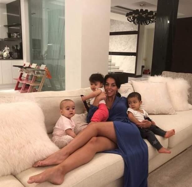 Trop mignon : chez Cristiano Ronaldo et Georgina Rodriguez, c'est trois bébés pour le prix d'un.