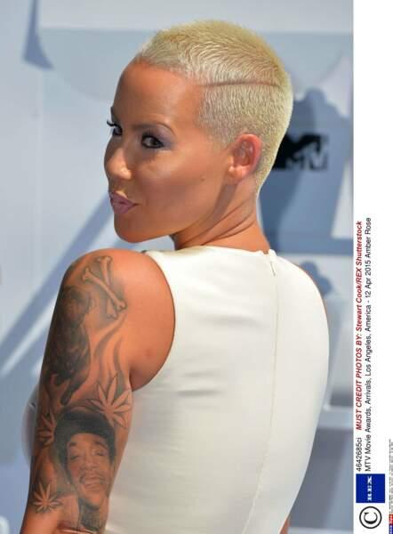 """On passe à la catégorie """"Tatouages des exs"""" avec Amber Rose, qui a gravé le visage de son ex, Wiz Khalifa"""