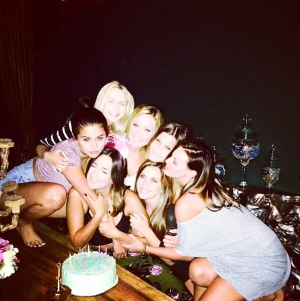 Pendant ce temps-là, Selena Gomez est en soirée...