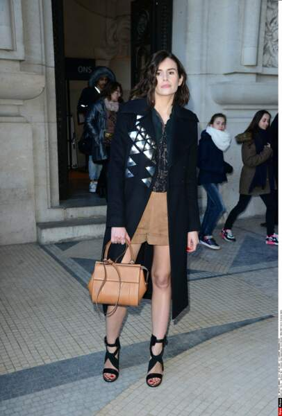 Louise Monot lors de la fashion week de Paris: ça ne se voit pas (encore), mais l'actrice attend son premier enfant