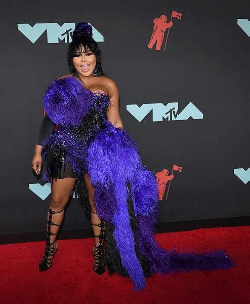 On ne comprend littéralement rien à la tenue de Lil'Kim.