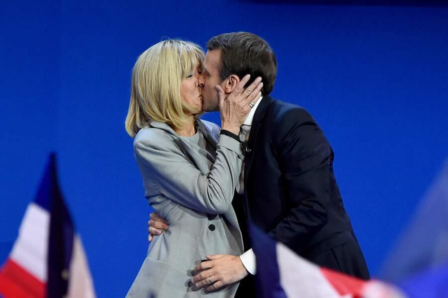 """Un tendre baiser avant un speech, ça vous remet """"en marche"""" un homme  !"""