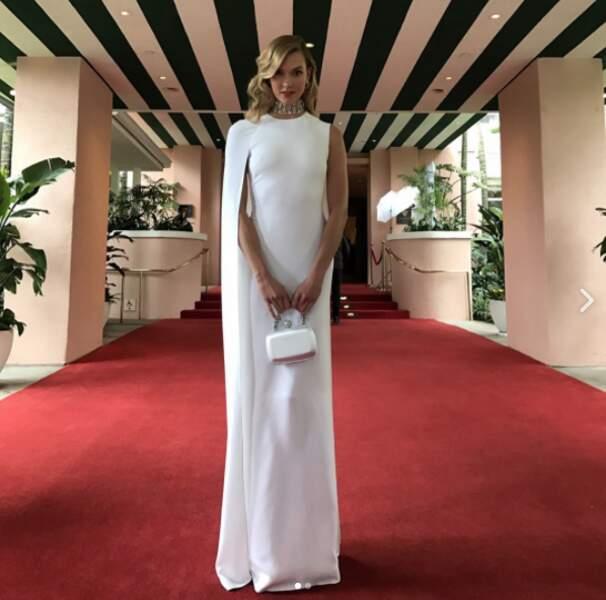 Karlie Kloss parée par le tapis rouge