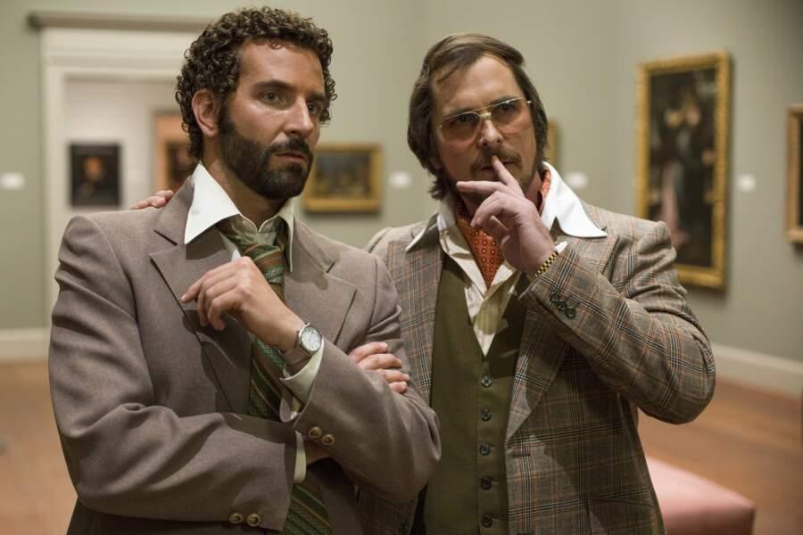 Bradley Cooper et Christian Bale, pas vraiment au top de la séduction dans American Bluff (2014)
