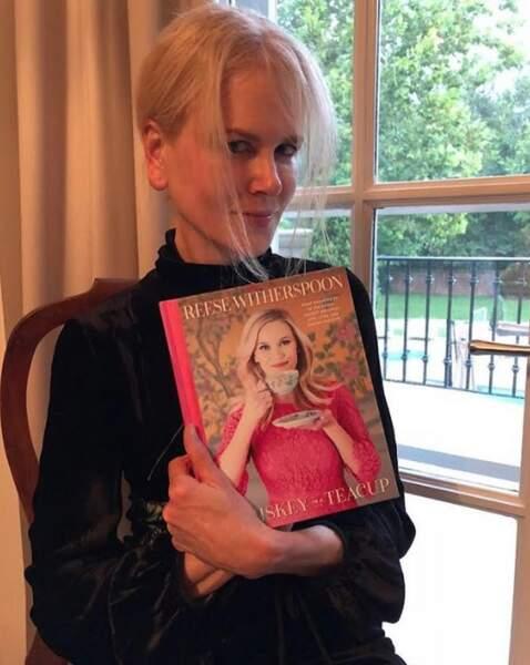 Pendant ce temps-là, Nicole Kidman affichait son amour pour ce bouquin de sa pote Reese Witherspoon.