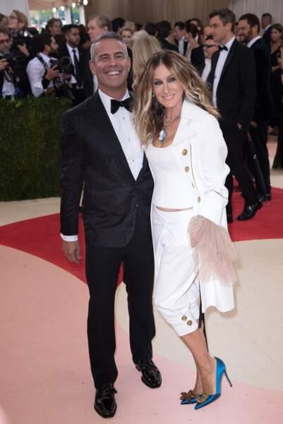 Andy Cohen et Sarah Jessica Parker, toujours reine du style.