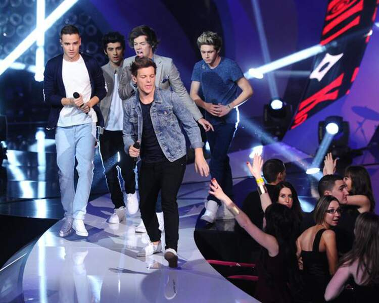 Les One Direction n'hésitent pas à aller voir leurs fans de plus près.