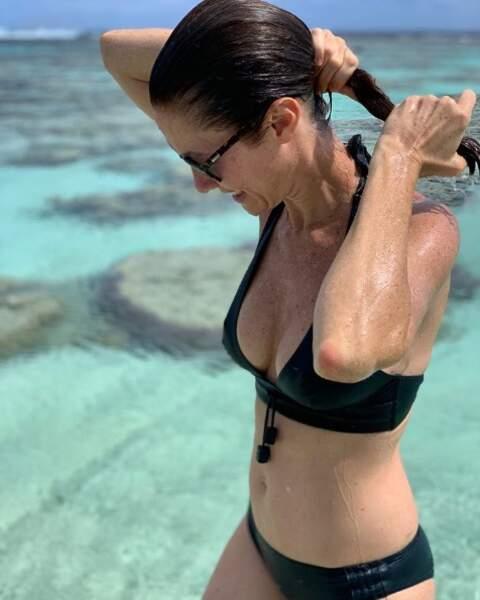 La Miss France 1999 Mareva Galanter s'affiche sublime sur les plages de Polynésie !