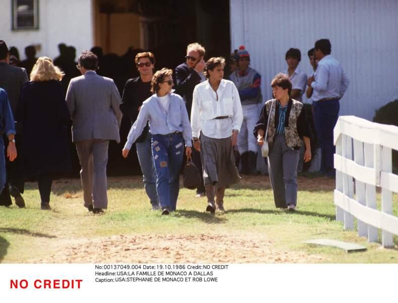 À l'été 1986, elle craque pour l'acteur américain Rob Lowe (à gauche) rencontré au Festival de Deauville