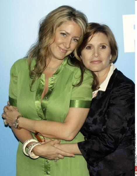 Avec sa demie-soeur Joely Fisher en 2007