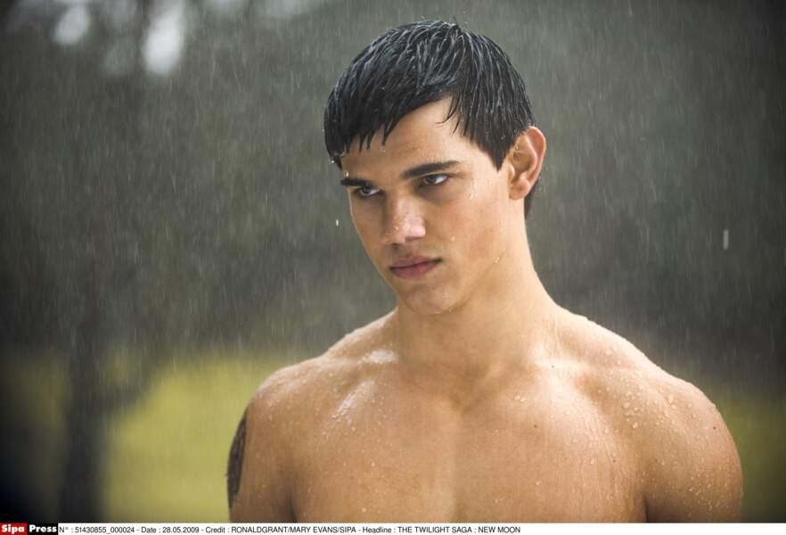Il faut dire que son rôle de Jacob dans la saga Twilight l'a rendu célèbre... pour son physique notemment