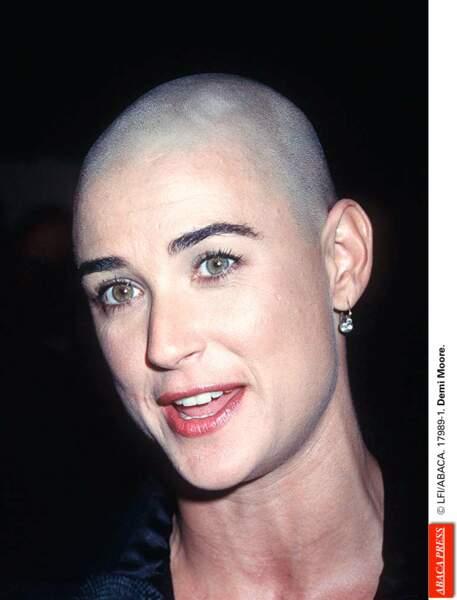 Demi Moore, soldat ultra badass et crâne rasé dans À armes égales (1998)