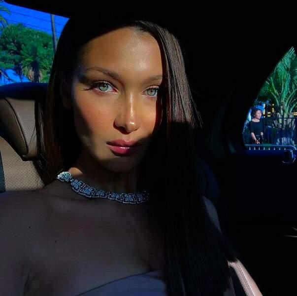 Bella Hadid, magnifique en voiture