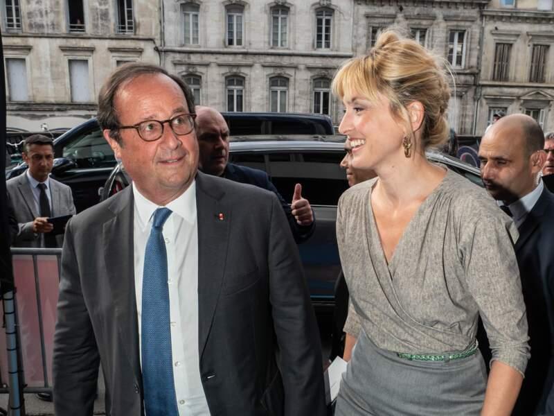Francois Hollande et Julie Gayet arrivent pour la soirée d'ouverture du Festival