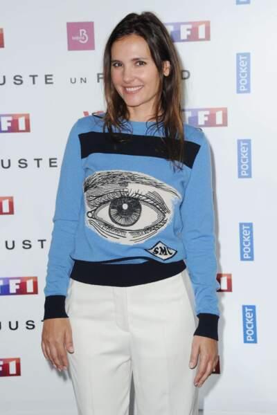 Héroïne de la série de TF1 Juste un regard, Virginie Ledoyen portait un pull approprié pour l'occasion !