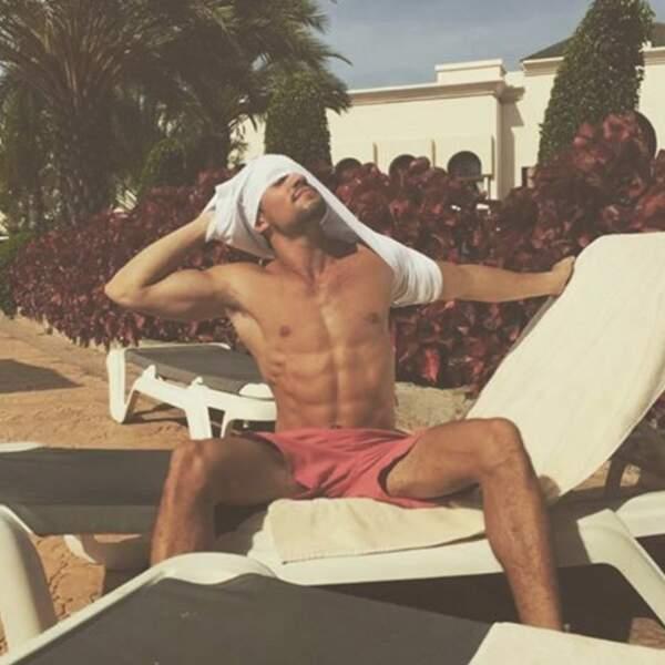 Incroyable, Olivier Dion a trouvé un t-shirt à la piscine de l'hôtel