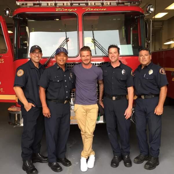 L'image de la fin : quand David Beckham pose avec des pompiers, ça fait GRAOU.