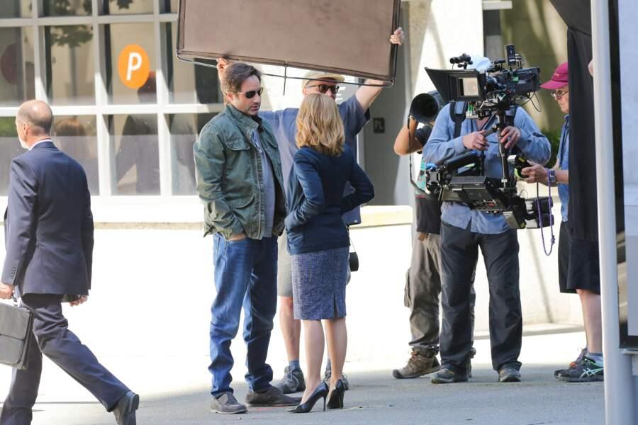 David Duchovny et Gillian Anderson tapent la discut' sur le plateau de X-Files