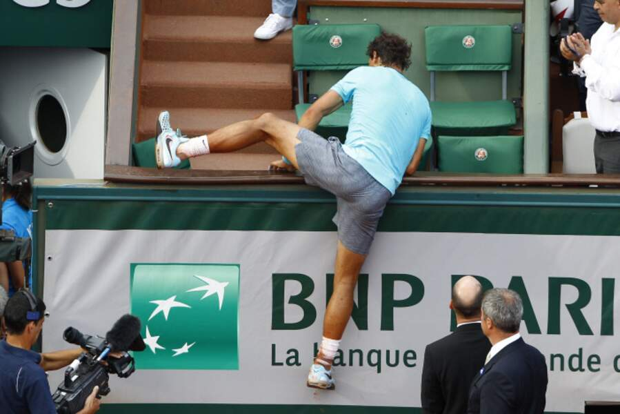 Après sa victoire, Nadal a escaladé la tribune pour rejoindre ses proches.