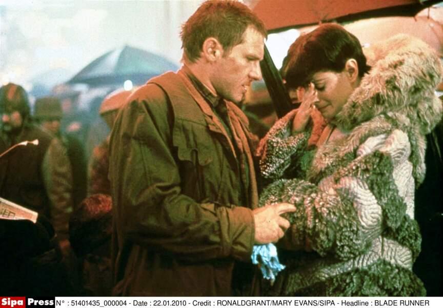 Avec un androïde : Harrison Ford et la répliquante Sean Young dans Blade Runner (1982)